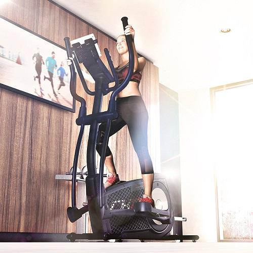 Sportstech CX2 beim Training